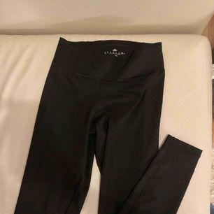 Adidas tränings byxor, som nya