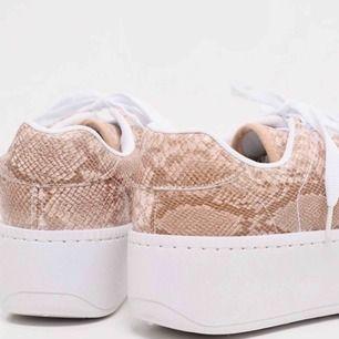 HELT NYA och oanvända. Fick hem fel stl från en amerikansk sida med för dyr frakt. Lyckost den dom får äga dessa skönheter till skor 👏🏼😍  Exl frakt om man inte bor Halmstad.