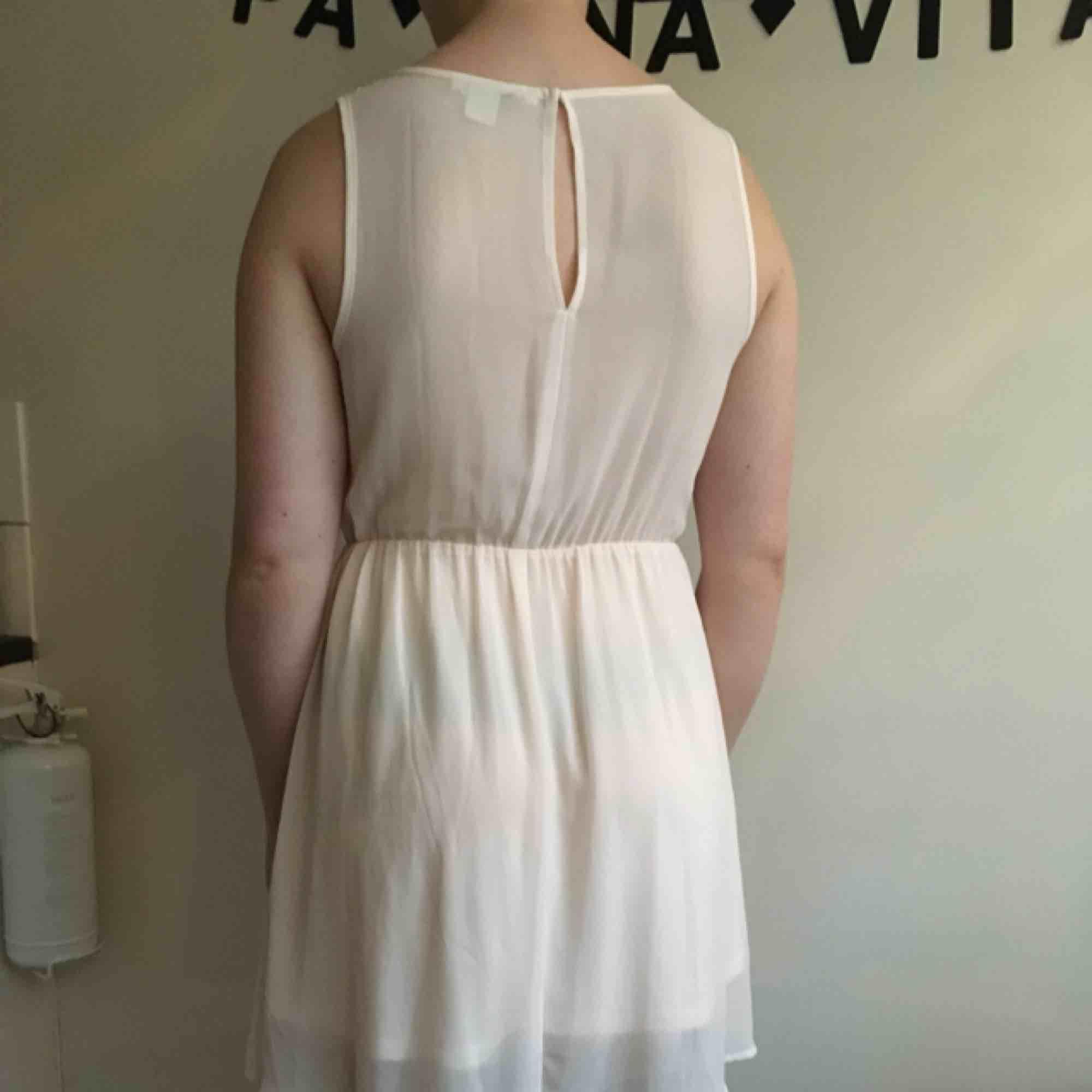 f0ebb5fb1363 Tunn puderrosa klänning med paljetter - H&M Klänningar - Second Hand