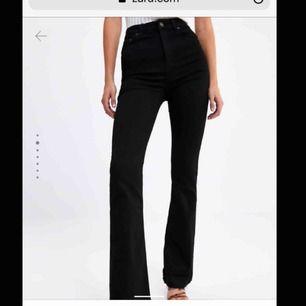 """Superfina jeans ifrån Zara, inte exakt de på bilden men samma modell men dessa är mer """"smutsvarta/gråa"""""""