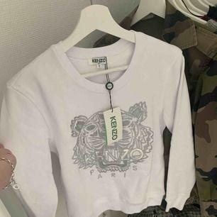 Helt ny skit snygg kenzo tröja. Den är vit och silver. Aldrig använd.