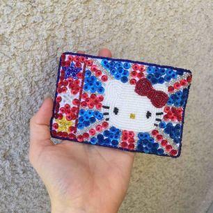 Jättesöt äkta Hello Kitty plånbok från London. köpt för 200 kr. Aldrig använd! 💝