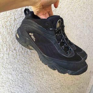 Assnygga sneakers/träningsskor från Asics med gelsula. Riktiga pärlor! ✨