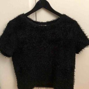 Fin och mysig tröja från Zara! Använd endast ett fåtal gånger men i fint skick och materialet är fortfarande mjukt.