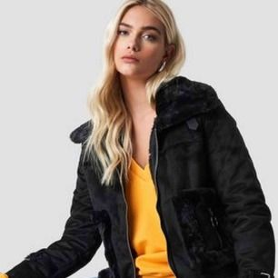 Na-kd jacka, (faux fur suede jacket) Använd 2 gånger jättefin skick, nypris 899kr.