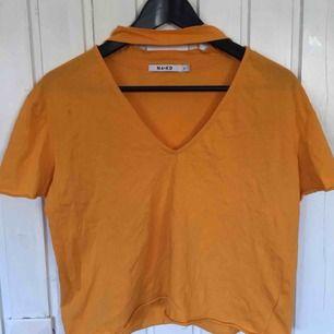Fet tröja från NA-KD, kan mötas upp i Karlskrona annars står köparen för frakten