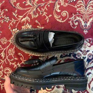 Svinfina loafers från asos. Endast testade. Säljer pga för små för mig.  Pris kan diskuteras vid snabb affär. Möts gärna upp i Stockholm men kan även skicka. Fraktkostnad 50 spänn :))