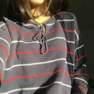 Säljer denna svincoola tröja, använder inte denna längre så därför säljs den:) frakt tillkommer