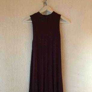 Poloklänning i vinrött, inköpt från Gina och aldrig använd💕