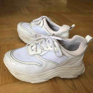 Säljer dessa fina skor då jag knappt använder dom längre, använda ett fåtal gånger! :)
