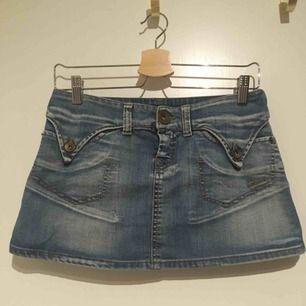 Fin jeanskjol från Killah  Hämtas i Bromma eller skickas, köparen står då för frakt