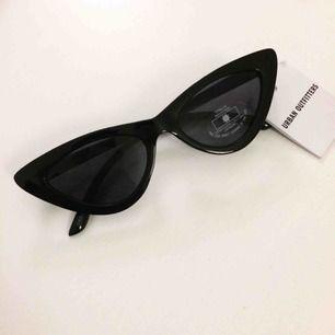 Svarta Cateye-glasögon från Urban Outfitters. Aldrig använda🌻