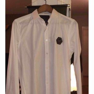 Oanvänd PP skjorta, storlek S.  Säljs pga fel storlek, kan mötas i Gbg men även frakta.  Prutare undanbedes då jag redan har sänkt den ganska mycket i pris.  (HERR)