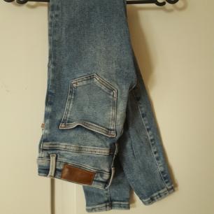 Blå Jeans från Bikbok. Betalning via swish. Köparen står för frakten.