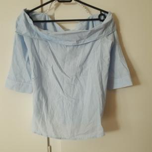 Fin blå vit randig blus från missguided Köparen står för frakt  Betalning via swish