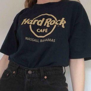 Äkta Hardrockcafe t-shirt i fint skick. Köpt i USA. Frakt tillkommer