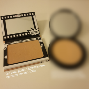The balm puder
