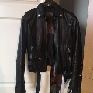 Knappt använd läderjacka från märket Jofama! Köptes för 3000 kr