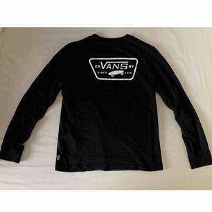 Ball Vans tröja köpt för 349kr. Använd men i gott skick! Frakt tillkommer och betalningen sker via Swish.