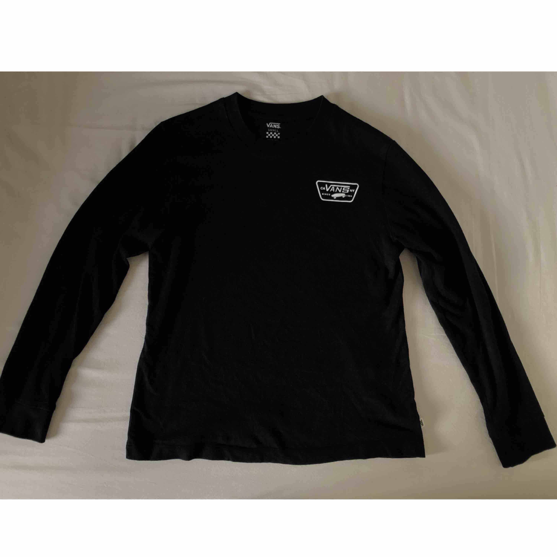 Ball Vans tröja köpt för 349kr. Använd men i gott skick! Frakt tillkommer och betalningen sker via Swish.. Huvtröjor & Träningströjor.