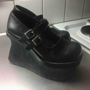 Så snygga skor från demonia som är lite små på mig :( frakt tillkommer