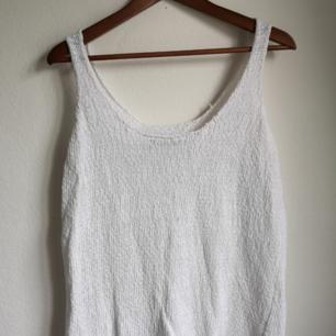 Vitt stickat linne (: