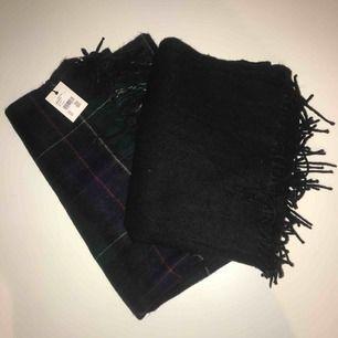 Halsdukar båda för 100 🤩 Den svarta är använd max 5 gånger och den andra oanvänd med prislapp kvar, nypris 250 kr/styck!! Betalning via swish, fraktar mot kostnad