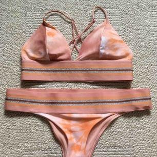 Säljer denna superfina bikini från H&M! Överdelen är använd ca 3 gånger men underdelen helt oanvänd:-) kan mötas i Stockholm och annars står köparen för frakt💕