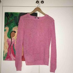 Säljer denna rosa stickade tröja från BikBok! Storlek XS men är ganska lössittande:-) nyskick då jag endast använt den 2 gånger💕köparen står för frakt:55 kr