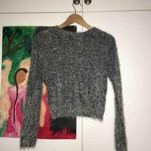 Supermysig tröja från Monki! Sparsamt använd men fint skick💕 kan mötas i Stockholm och annars står köpare för frakten: 55 kr🌹