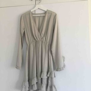 Säljer en superfin klänning från ett gammalt samarbete mellan Linn Ahlborg  X Nakd. Aldrig använd a56a085cd65a8