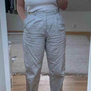 Skitsnygga byxor från dockers inköpta i London!  Skrynkliga pga legat i en byrå alldeles för länge.  Skickas mot frakt i postnords blå paket!