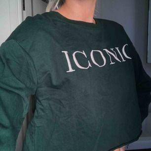 En grön skön tröja med tryck🌟