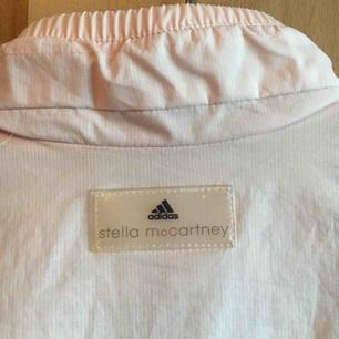 Stella McCartney for Adidas. Inklusive frakt på 65kr
