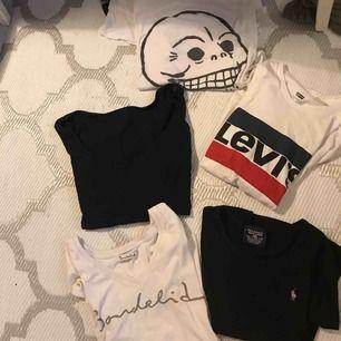 5 olika tröjor.  Cheap monday: 100 kr / M Levi's: 100 kr / S Ralph Lauren: 100 kr / Uppskattas till S Svart GANT tröja, off shoulder: 200 kr / S Vit bondelid t-shirt: 200 kr / S Frakt tillkommer