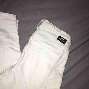 ett par vita jeans från drdenim pris kan diskuteras vid snabb affär köparen står för frakten