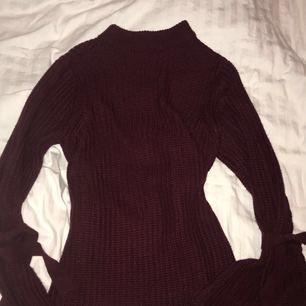 Super fin stickad tröja från NAKD! Endast använd 2 gånger. 100kr + frakt på ca 100kr