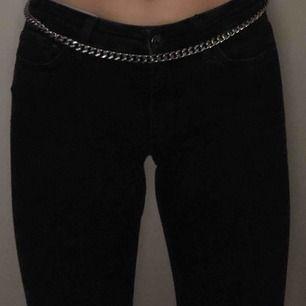 Svarta bootcut jeans från Zara. Mycket bra skick.