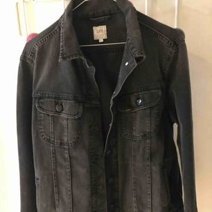 Oversize lee jeansjacka. Grå/svart Nyskick