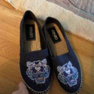 Blå krnzo skor, fina till våren. Kan gå ned i pris kanske