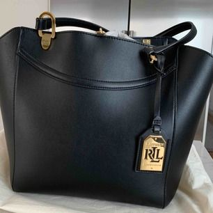 Fortfarande i fin ny skick RL väska medföljer dustbag. Inga skador eller skavanker. Pm för intresse.