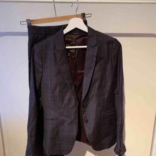 Kostym. Använd en gång. Pris i butik 5500kr.