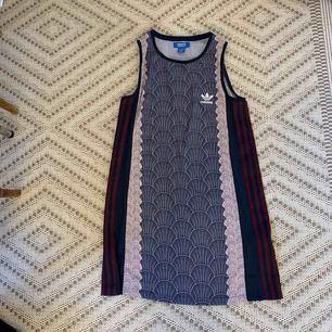 Adidas klänning, nyskick. Kan postas mot fraktkostnad