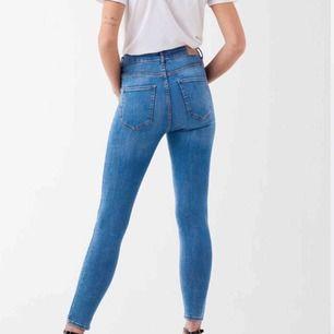 Jeans från GinaTricot. Oanvända! Säljes pga ej användning, köpare står för frakt