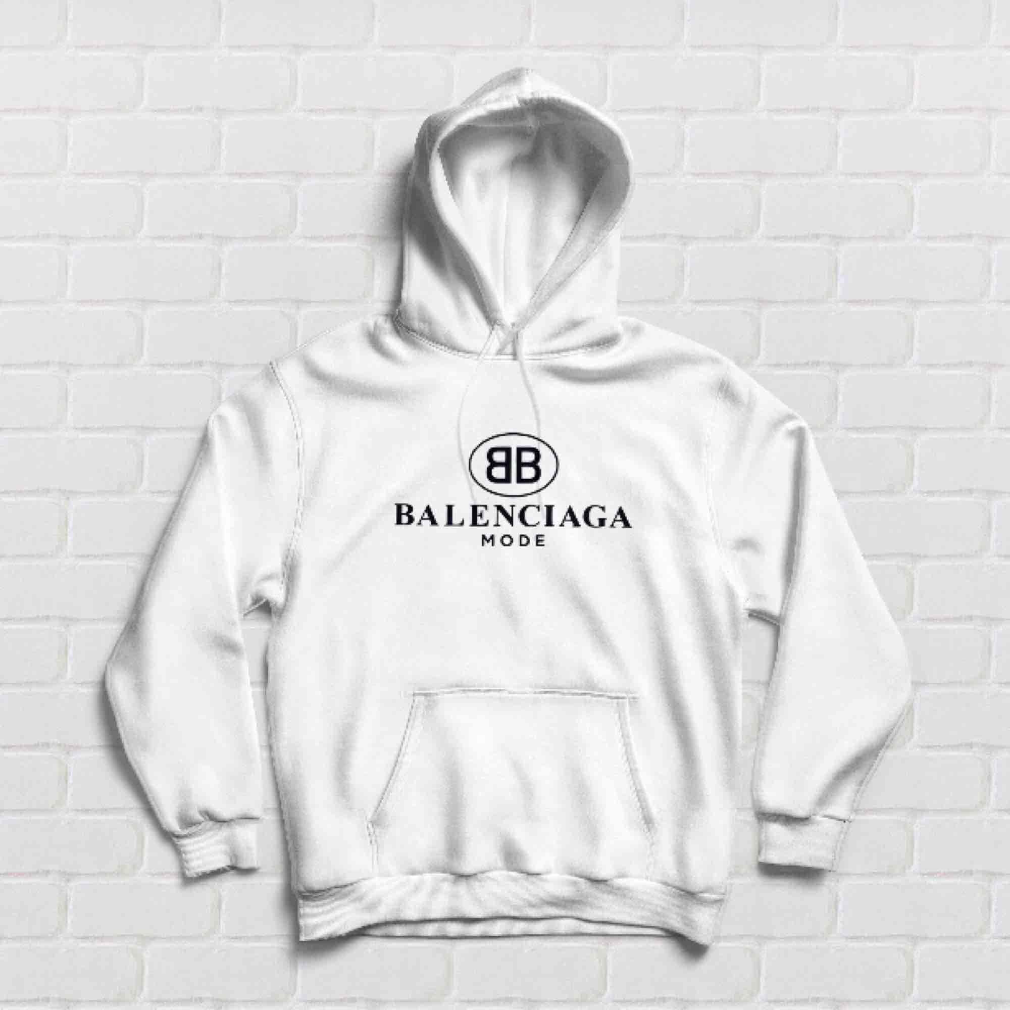 Vit Balenciaga hoodie replika  , storlek S. Endast testad! Ej prutbar😊. Huvtröjor & Träningströjor.