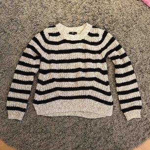 Svart/grå stickad tröja från h&m i storlek XS😊