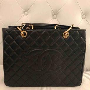 Chanel väska äkta läder aaa-kopia. OBS! Möts ej upp postar endast! Skickar med postnord 65kr frakt