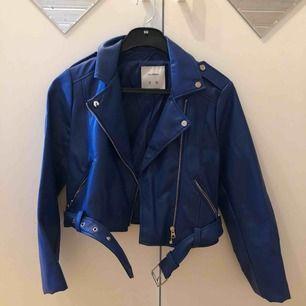 Blå jacka från pull&bear i storlek S 😊
