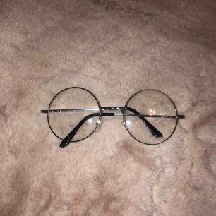 Supercoola 'glasögon' i silver! 🤩🤩 PAXAD