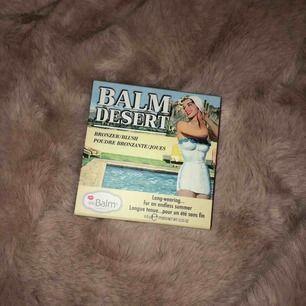 """Helt ny Bronzer/blush från The Balm i nyans """"Balm Desert"""" Säljer billigt eftersom jag köpte fel produkt hehe 😅"""